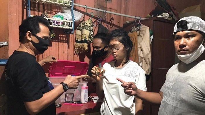 KRONOLOGI Ibu dan Anak di Padang Diduga Curi Parfum, Aksi Pelaku Terekam Kamera CCTV