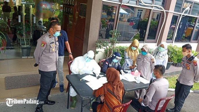 40 Personel Polresta Padang Ikuti Tes Swab, Antisipasi Penyebaran Virus Corona