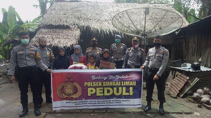 Sekeluarga di Padang Pariaman Huni Rumah Berlantaikan Tanah, Disambangi Tim Polsek Sungai Limau