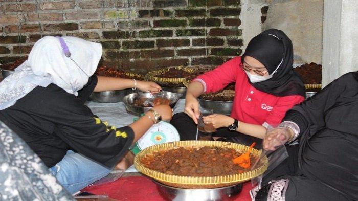 Warga Agam Kirimkan 500 Kilogram Rendang untuk Perantau Terkena Kebijakan PPKM di Jabodetabek