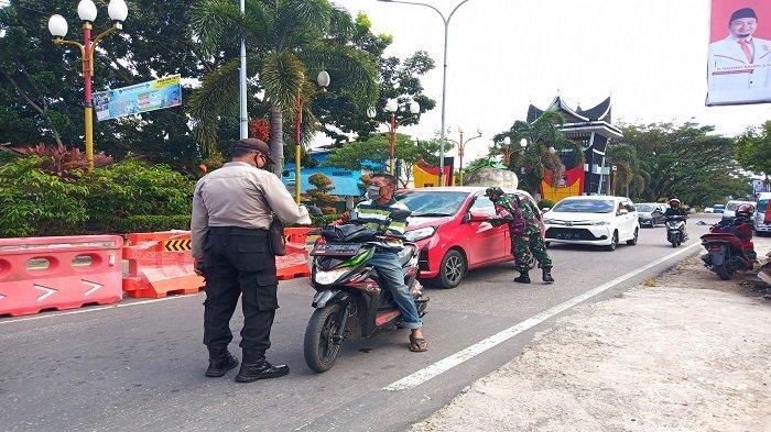 Posko Penyekatan di Padang Berlanjut, 30 Kendaraan Putar Balik di Pintu Masuk Jalan Adinegoro