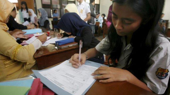 Ibu Muda Ini Pilih Pulang, Nomor Antre 261 Awal Daftar PPDB Pagi Hari
