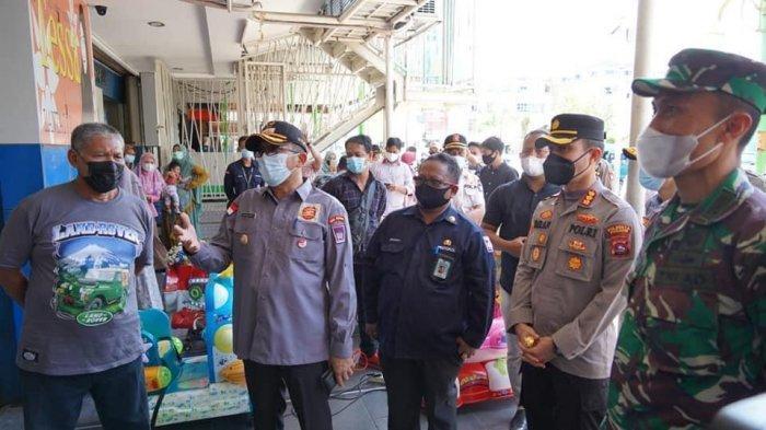 Wali Kota Padang Hendri Septa beserta jajaran dan unsur Forkopimda melakukan monitoring ke sejumlah tempat di Kota Padang, Kamis (8/7/2021) dalam rangka Pemberlakuan Pembatasan Kegiatan Masyarakat (PPKM) Berbasis Mikro di Kota Padang.