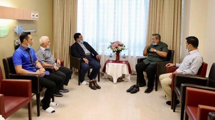 Jenguk Ani Yudhoyono di Singapura, Prabowo Disambut SBY, Hatta Rajasa dan AHY