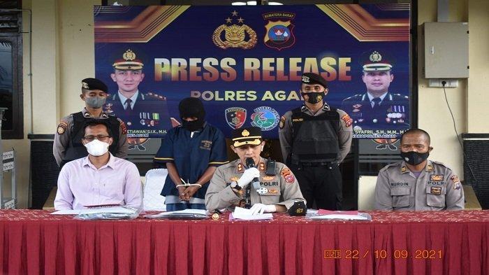 Pihak Kepolisian Resor (Polres) Agam menggelar jumpa pers atau press release pengungkapan kasus pencabulan sesama jenis terhadap anak dibawah umur, Jumat (10/9/2021).