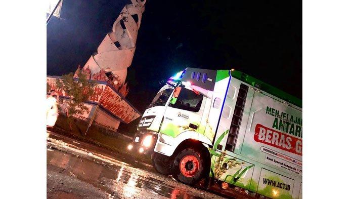 Rice Truck ACT Beroperasi di Padang, Bagikan Beras Gratis dengan Kapasitas 10 Ton