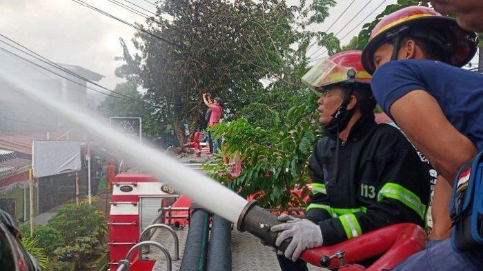 KRONOLOGI Kebakaran di Jati Padang, Polisi Menduga Akibat Korsleting Listrik