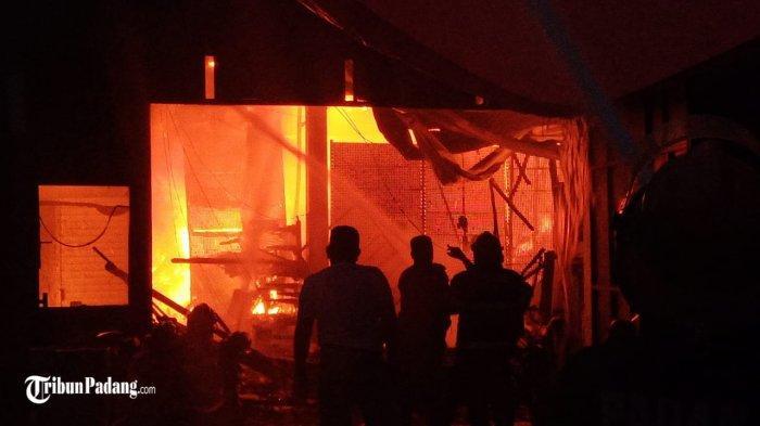 Polisi Antisipasi Aksi Penjarahan di TKP Kebakaran di Padang, Permudah Akses Mobil Damkar