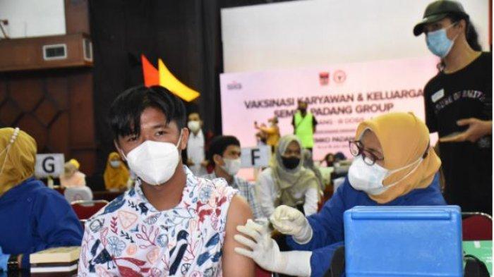 PT Semen Padang Kembali Vaksinasi Gelombang Ketiga untuk Keluarga Karyawan