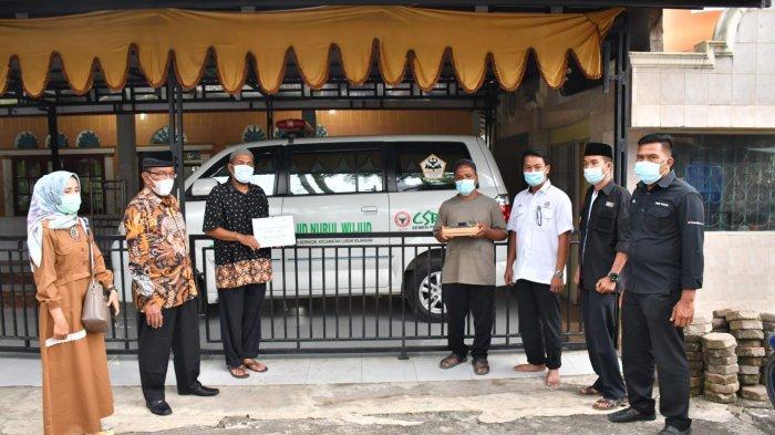 Semen Padang Serahkan Bantuan Mobil Ambulance untuk Masyarakat Baringin