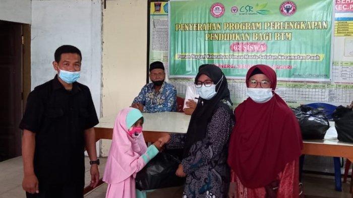 PT Semen Padang Salurkan 62 Paket Bantuan Pendidikan untuk Pelajar RTM di Limau Manis Selatan