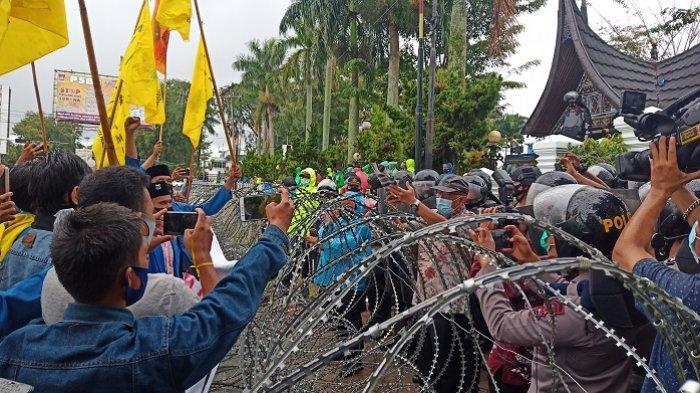Pernyataan Sikap PKC PMII Sumbar: Tuntut Presiden Jokowi untuk Tidak Tanda Tangani UU Cipta Kerja