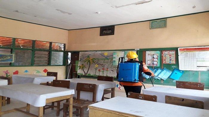 KSB BPBD Padang Semprot Disinfektan Ruangan Kelas, Sosialisasi Penerapan Protokol Kesehatan
