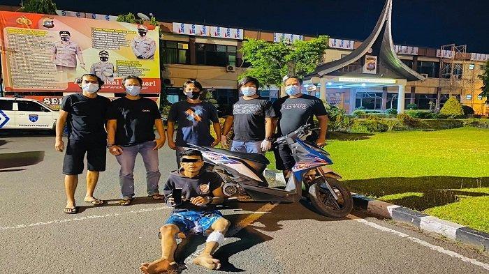 Pelaku Jambret HP Cewek di Kota Padang Didor Tim Klewang, Raja Muda Abdul Aziz Beraksi di 5 TKP