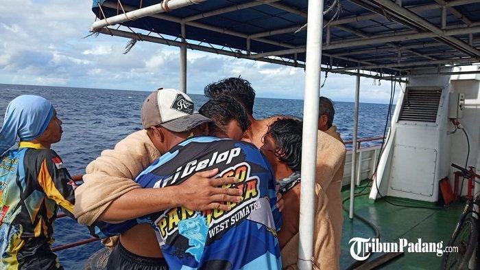 Tangis Haru Warnai Pertemuan Korban Perahu Karam di Padang, Disambut Anggota Keluarga dan Teman