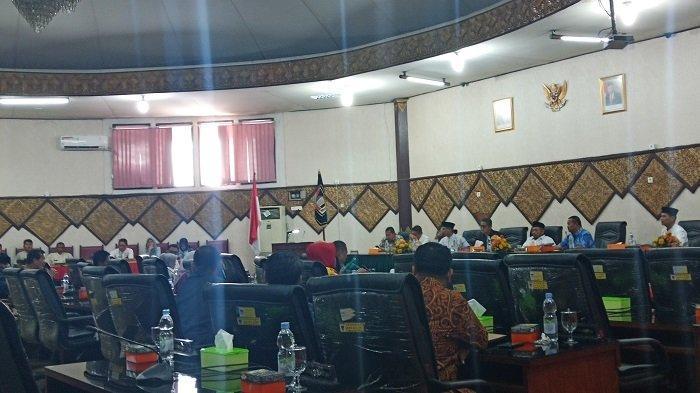 Rapat Penjelasan Batalnya Penas Tani di Padang Diwarnai Kursi Kosong, Wako dan Wawako Tak Hadir