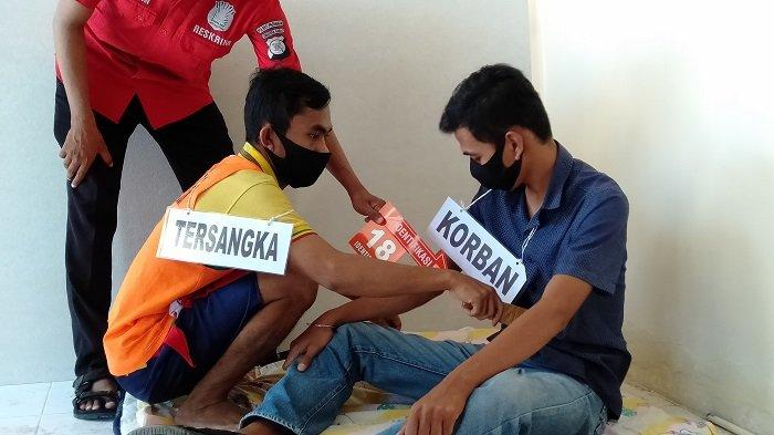 Rekonstruksi pembunuhan di Padang Olo, Kecamatan Sungai Limau, di Polres Pariaman, Kamis (17/6/2021).