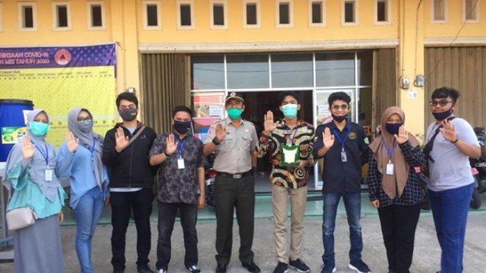 Mahasiswa Unri Kukerta di Padang, Serahkan Face Shield hingga Edukasi Pembuatan Cairan Disinfektan