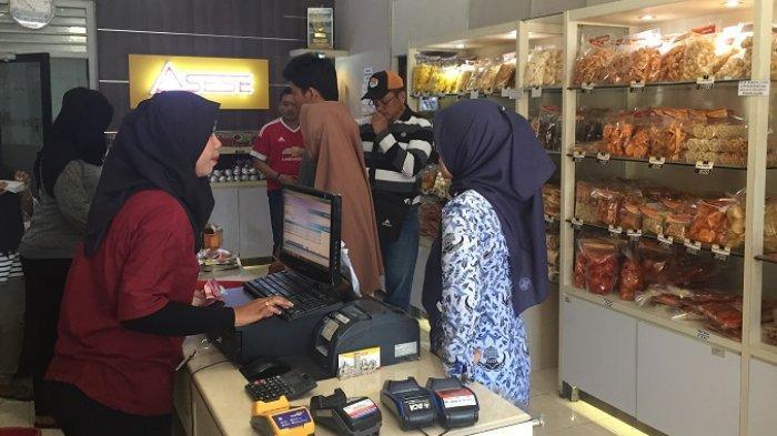 TRIBUNWIKI : Rekomendasi 5 Tempat untuk Membeli Oleh-oleh Saat Berkunjung Ke Sumatera Barat