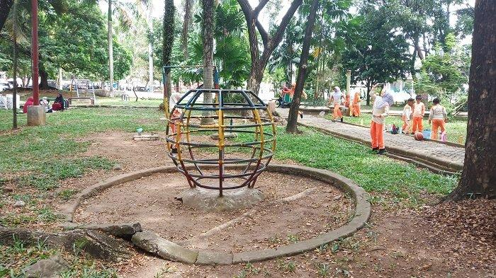 TRAVEL - Sejuknya Bermain di Bawah Rindangnya Pepohonan, RTH Imam Bonjol Padang