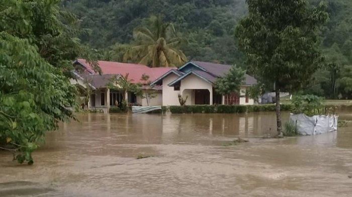 150 Rumah Warga Bungus Teluk Kabung Terendam Banjir, Atap Kantor Camat Roboh