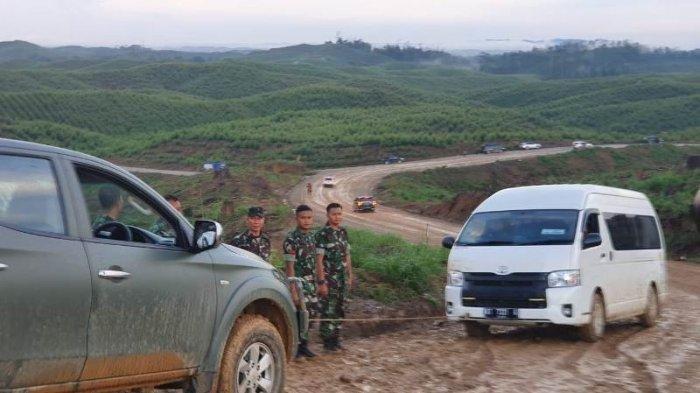 Toyota HiAce yang Ditumpangi Para Menteri Nyaris Masuk Jurang, Akhirnya Turun Ganti Mobil