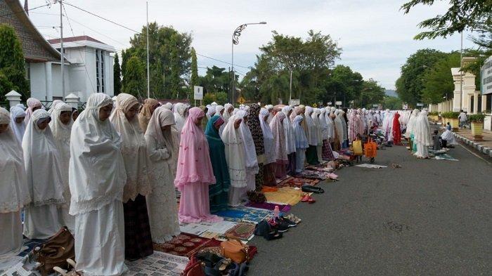 Cerita Tertulis tentang Perayaan Hari Besar Keagamaan di Lingkungan Tempat Tinggal