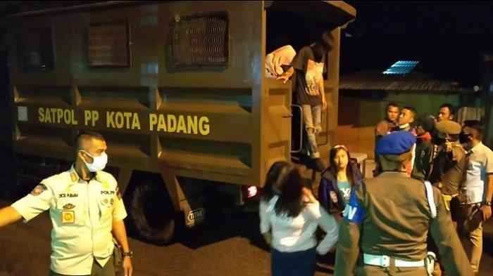 Keluyuran Malam hingga Tiduran Bareng di RTH Imam Bonjol Padang, 21 Remaja Diangkut Satpol PP