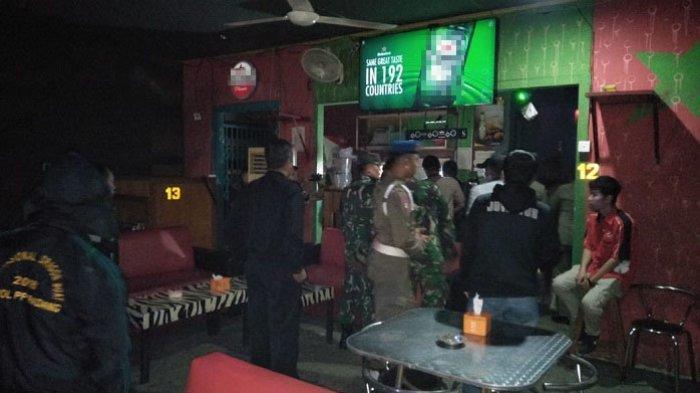 Satpol PP Padang Razia Tempat Hiburan Malam, 10 Wanita Diamankan, 42 Botol Miras Disita