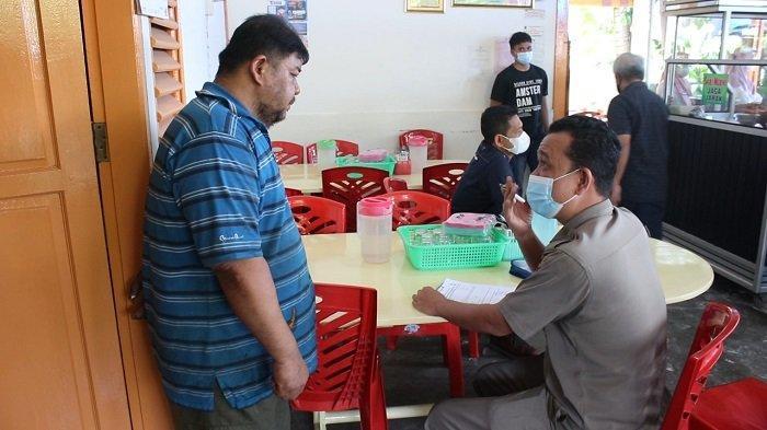 Langgar Prokes saat Pemberlakuan PPKM, Satpol PP Beri Surat Panggilan Pemilik Rumah Makan di Padang