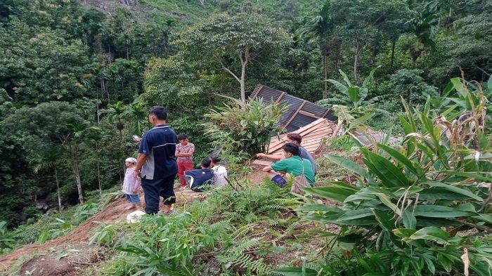 Longsor Hantam Rumah Warga di Kecamatan Bungus, 7 Orang Diungsikan ke Rumah Tetangga Terdekat