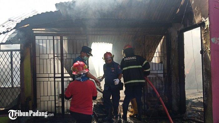 BREAKING NEWS: Satu Unit Rumah Terbakar di Kota Padang, Tiga Armada Pemadam Kebakaran Diturunkan