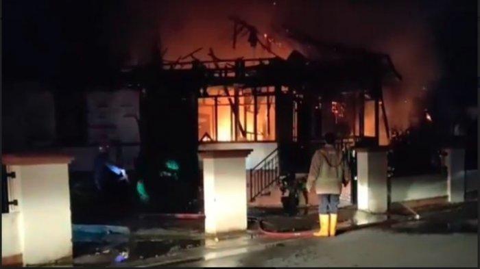 Kebakaran di Payakumbuh Hanguskan Rumah Semi Permanen, Damkar Harus Turunkan 6 Armada