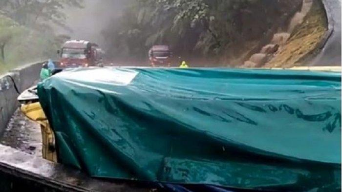 BREAKING NEWS: Ada Truk Terguling di Sitinjau Lauik, Polisi Berlakukan Sistem Buka Tutup