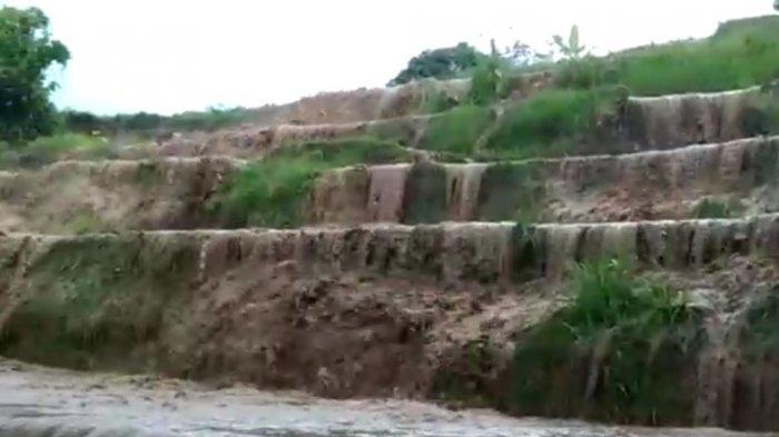 Sawah warga Jorong Koto Tingga yang terdampak longsor, Selasa (21/9/2021).