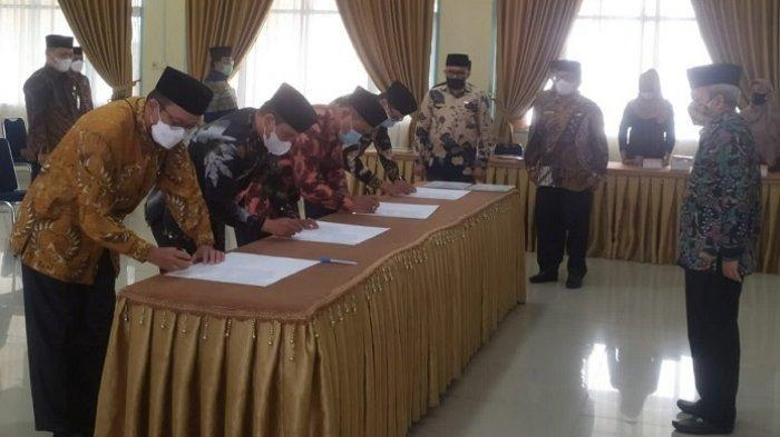 Sekjen Kemenag RI Nizar Ali Lantik 12 Pejabat Kemenag Sumbar, Enam Promosi, Ini Nama-namanya
