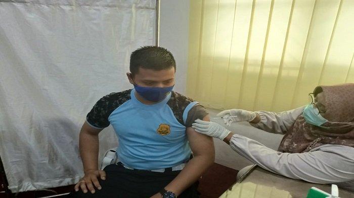 Sebanyak 126 Petugas Lapas Padang Lakukan Vaksinasi Covid-19 Dosis Kedua