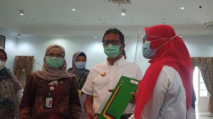Serahkan SK CPNS 2019, Gubernur Irwan Prayitno Sebut Jadi ASN Itu Pilihan: Harus Banyak Bersyukur
