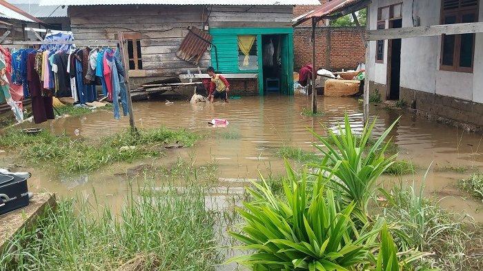 Curhat Erni yang Rumahnya Terendam Banjir di Padang: Anak-anak Tidur di Kasur Basah