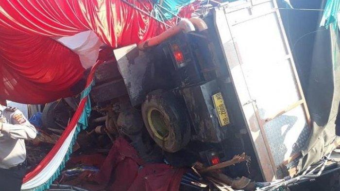 Truk Seruduk Lokasi Pesta Pernikahan di Solok Sumbar, Tenda Perkawinan Hancur Berantakan