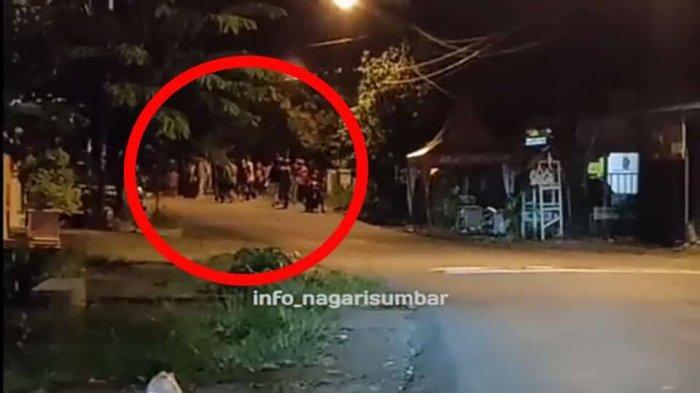 VIRAL Aksi Tawuran Remaja di Depan Kantor Camat Pauh Padang, Polisi Langsung Bubarkan
