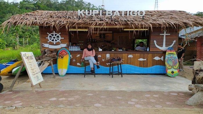 Kupi Batigo Taluak Buo, Rekomendasi Tempat Ngopi Santai di Pantai dan Menikmati Seafood