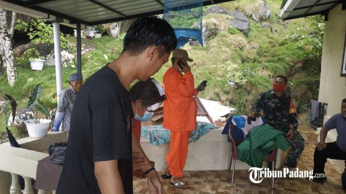 Pohon Kelapa dan Rambutan Tumbang Timpa Rumah Warga di Padang, Marni: Saya Sedang di Dalam