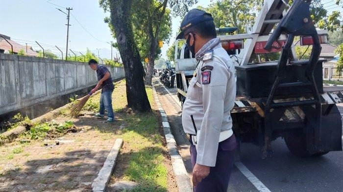 2 Hari Razia New Normal di Padang, Puluhan Orang Disuruh Nyapu Jalan karena Tak Pakai Masker