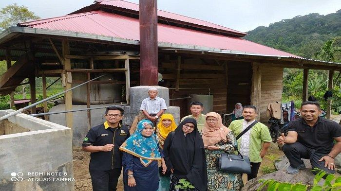 Pasaman Barat Berpotensi Andalkan Produk Minyak Serai Wangi, Dikunjungi Pusyantek FTI UBH