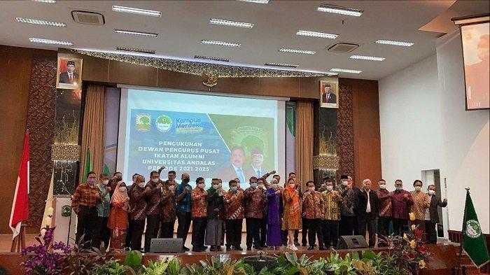Pembacaan Ayat Suci Alquran dan Lagu Indonesia Raya, Tandai Pengukuhan Pengurus DPP IKA Unand