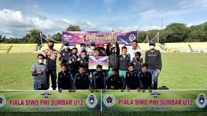 Drama Adu Penalti Antar PSTS A Tabing Asal Kota Padang Juara, Turnamen Piala SIWO PWI Sumbar U12