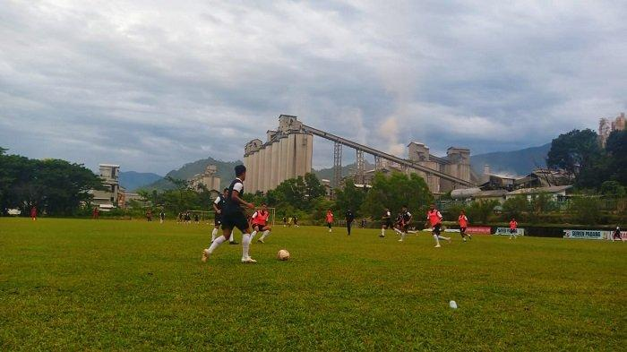 Semen Padang FC Tidak Pulangkan Pemain Walau Liga 2 Diundur