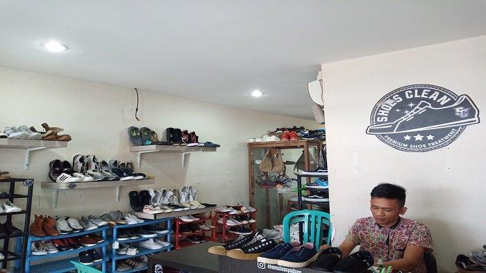 Usaha Laundry Sepatu Shoes Clean di Kota Padang Raup Omzet Jutaan Rupiah Per Bulannya