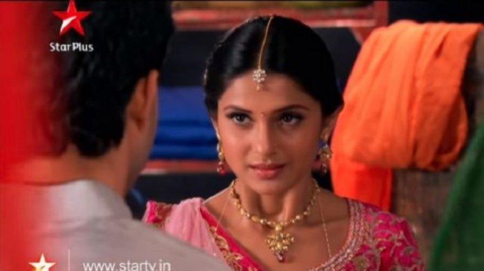 Sinopsis SaraswatiChandra Minggu 12 Juli 2020 Episode 42 di ANTV: Kumud, Kusum dan Pramad Bersama